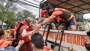 Mga units ng Coast Guard, naka-heightened alert na dahil sa bagyong Lannie