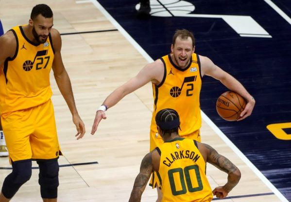Jazz bounces back after back-to-back losses, slaughters Kings