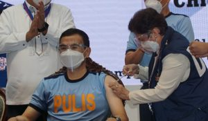 PNP Chief gets COVID-19 jab; urges all personnel to get vaccinated