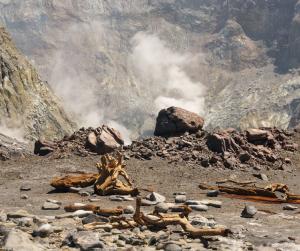 Lahar mula sa Taal Volcano at Mount Pinatubo, ibinabala