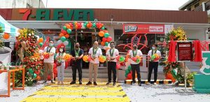 7-Eleven opens 3,000th store; targets residential areas