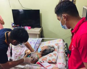 House-to-house vaccination of bedridden seniors starts in Angeles City